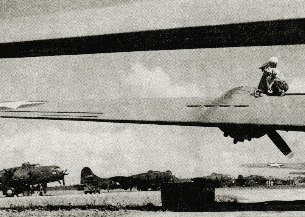 B-17 FLYING FORTRESS AT BORINQUEN FIELD 1942