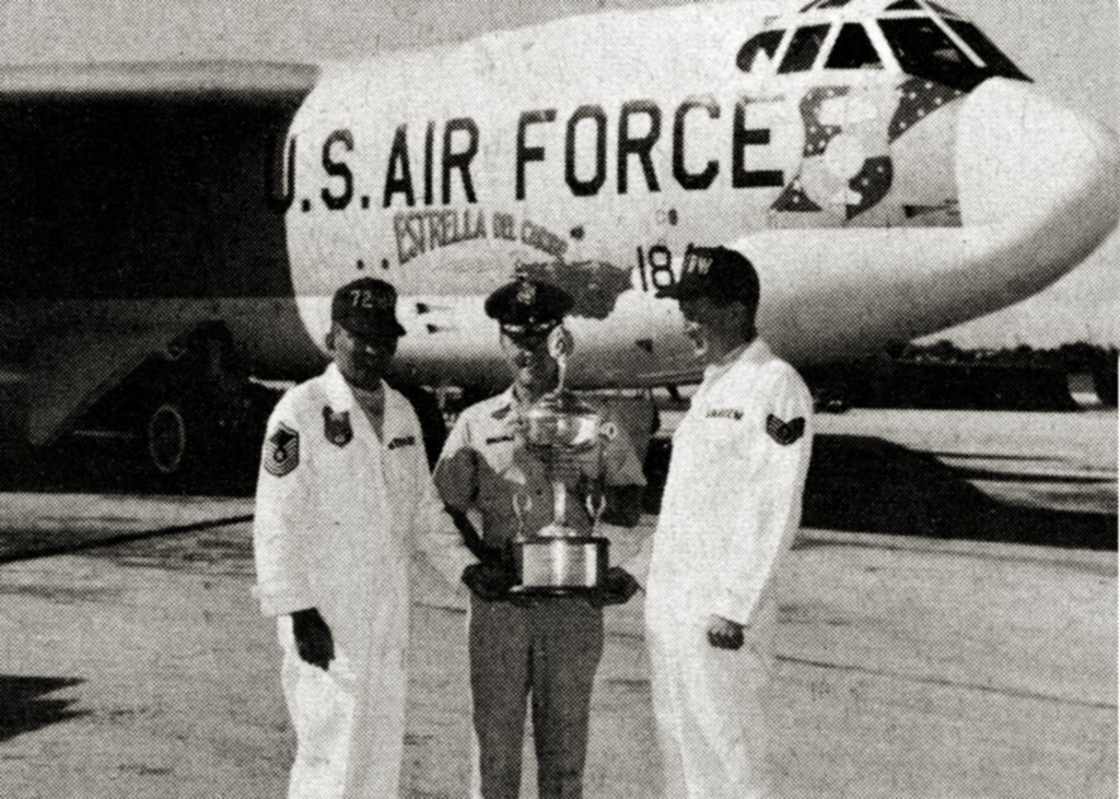 "B-52 58-0184 ""ESTRELLA DEL CARIBE"". 1966 RAMEY AIR FORCE BASE"